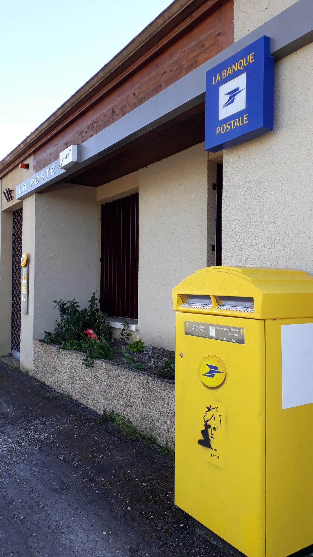 La poste de St Genis d'Hiersac