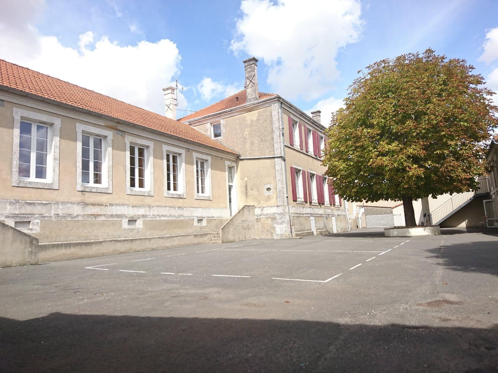 Ecole de St Genis d'Hiersac